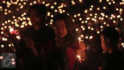 "Sejumlah umat Kristiani tampak khusyuk saat perayaan Natal Gereja Tiberias di GBK, Jakarat, (5/12). Perayaan Natal mengambil tema""Semua yang menerimanya, Diberinya kuasa untuk menjadi anak-anak Allah (Yohanes 1:12)"".(Liputan6.com/Angga Yuniar)"