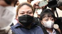 Anak penyanyi Nia Daniati, Olivia Nathania mendatangi Polda Metro Jaya untuk diperiksa terkait kasus dugaan penipuan seleksi CPNS. (Kapanlagi.com)