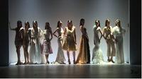 Koleksi Barli Asmara di Jakarta Fashion Week x Mandiri Private: Tribute to Barli Asmara. (Liputan6.com/Dinny Mutiah)