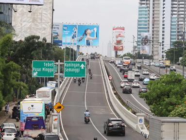 Suasana di Fly over Pancoran, Jakarta, Selasa (16/1). Fly Over Pancoran telah dibuka pada 15 Januari 2018. Kepolisian dan Dinas Bina Marga DKI Jakarta melakukan sebagai upaya mengurangi kemacetan di jalan protokol ibu kota. (Liputan6.com/Angga Yuniar)