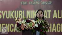 Menteri Koordinator Pembangunan Manusia dan Kebudayaan (PMK) Puan Maharani, memberikan sambutan dalam acara buka puasa bersama karyawan di PT Tempo Scan Pacific Cikarang, Jawa Barat, Kamis (23/6). (Liputan6.com/Faizal Fanani)