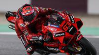 Francesco Bagnaia hanya finis di posisi ketujuh di MotoGP Doha (Karim Jaafar/AFP)