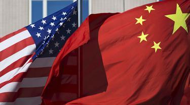Ilsutrasi bendera China dan Amerika Serikat (AP/Andy Wong)