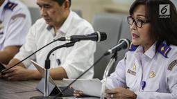 Dirjen Perhubungan Udara Polana B Pramesti memberikan keterangan terkait harga tiket pesawat di Gedung Kementerian Perhubungan, Jakarta, Kamis (16/5/2019). Penurunan Tarif Batas Atas (TBA) tiket pesawat dilakukan pemerintah terhadap penerbangan rute domestik. (Liputan6.com/Faizal Fanani)