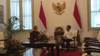 Presiden Joko Widodo atau Jokowi melakukan pertemuan tertutup dengan Ketua Umum Partai Amanat Nasional (PAN), Zulkifli Hasan. (Merdeka/Titin Supriatin)