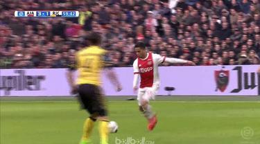 Tiga gol Justin Kluivert membawa Ajax Amsterdam kalahkan Roda JC dengan skor 5-1. This video presented by Ballball.