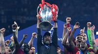 Manajer Liverpool, Jurgen Klopp, berhasil membawa timnya merengkuh trofi juara Liga Champions musim ini. (AFP/Paul Ellis)