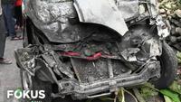 Truk sempat memutuskan untuk berhenti. Namun, diduga kelebihan muatan, truk akhirnya tergelincir mundur dan menghantam sebuah pick up hitam yang di kemudikan korban Suyanto di belakangnya.