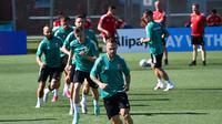 Pemain Timnas Hungaria berlatih jelang pertandingan kontra Prancis di Euro 2020. (Attila KISBENEDEK / AFP)