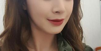 Tak khayal jika sosok Kim Tae Hee mendapatkan julukan aktris Korea tercantik. Meski kerap tak menggunakan makeup, Kim Tae Hee berhasil pikat perhatian masyarakat dengan Inner Beauty yang dimilikinya. (viainstagram@taehee35/Bintang.com)