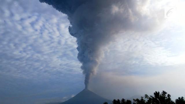Gunung Soputan di Sulawesi Utara kembali meletus. Abu vulkanik yang dikeluarkan dari letusan tersebut mencapai ketinggian 7,5 kilometer.