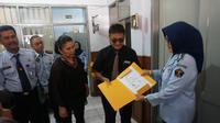 Pollycarpus mengurus administrasi pembebasannya di Bapas Bandung (Liputan6.com/Huyogo)