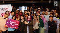 Jajaran Direksi Telkomsel dan peserta The NextDev Talent Scouting Telkomsel 2019 berswafoto di Medan, Kamis, (8/8/2019). Sebanyak 270 social impact startup terbaik se-Indonesia akan mempresentasikan ide brilian mereka dalam Local Stage Pitch di 9 kota. (Liputan6.com/HO/Ady)