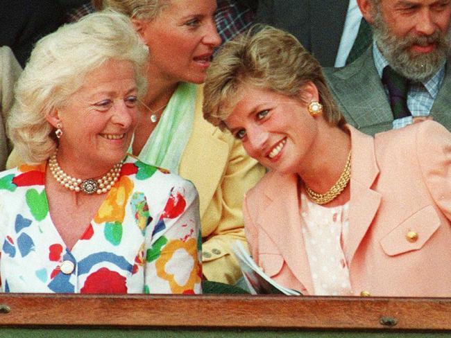 Putri Diana dan ibunya Frances Shand Kydd (AP)