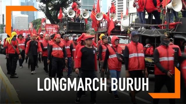 Ribuan buruh yang tergabung dari Kongres Aliansi Serikat Buruh Indonesia longmarch menuju Istana Negara sebagai bagian memperingati Hari Buruh.