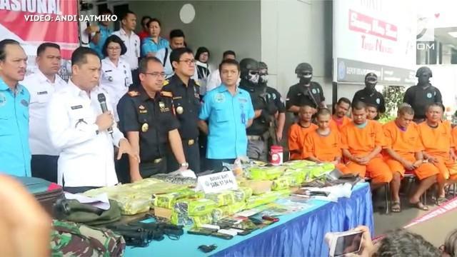Badan narkotika Nasional (BNN) menggagalkan penyelundupan sabu di Pos Lintas Batas Pontianak dan Aceh.
