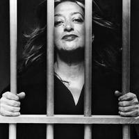 Di dunia arsitek, nama Zaha Hadid sungguh tersohor. Namun kini dia telah meninggal dunia. Sejagat pun berduka.
