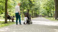 Buat Anak-anak, mana yang paling dianjurkan, jalan kaki tanpa sepatu atau tidak? (Ilustrasi/iStockphoto)