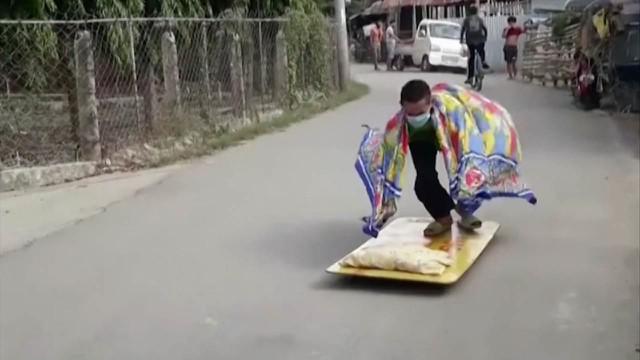 Berita Video TikTok Bola.com, Skil-Skil Unik dan Nyeleneh Skateboard Selama Masa Karantina COVID-19