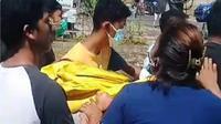Warga ambil paksa jenazah diduga Covid -19 yang meninggal di RS Siloam Kupang, NTT. (Foto Istmewah)