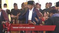 Presiden Joko Widodo melakukan proses manotor dalam pesta adat Kahiyang-Bobby (Dok.Istimewa)