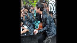 Wajahnya yang ganteng dengan alis yang tebal menjadi daya tarik tersendiri bagi pemeran Ganteng-Ganteng Serigala, Jakarta, Jumat (11/07/2014) (Liputan6.com/Panji Diksana)