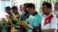Ojek online dan pangkalan di Kebon Jeruk, Jakarta Barat deklarasi damai hingga waspadai sapi pemakan sampah jelang kurban Iduladha.