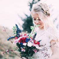 Dari glitter hingga lipstik berry, simak tren bridal makeup di tahun ini.