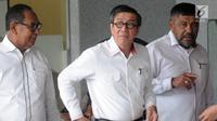 Ekspresi Menkumham Yasonna Hamonangan Laoly usai menjalani pemeriksaan sebagai saksi dua tersangka Irvanto Hendra Pambudi Cahyo dan mantan bos PT. Gunung Agung, Made Oka Masagung di gedung KPK, Jakarta, Senin (2/7). (Merdeka.com/Dwi Narwoko)