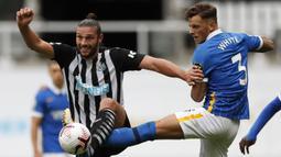 Andy Carroll. Striker Inggris berusia 32 tahun ini tidak diperpanjang kontraknya bersama Newcastle United setelah bergabung sejak dua musim lalu. Mantan bomber Liverpool ini dinilai tumpul karena hanya mencetak 1 gol dari 22 laga musim lalu. (Foto: AFP/Pool/Lee Smith)