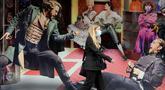 Wanita berjalan melewati poster Les Miserables di Sondheim Theatre, London, Inggris, Selasa (7/7/2020). Pemerintah Inggris akan menyalurkan paket bantuan sebesar 1,57 miliar poundsterling kepada industri seni, budaya, dan warisan untuk membantu mengatasi dampak pandemi COVID-19. (Xinhua/Tim Ireland)