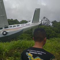 Pesawat tergelincir di Bandara Mamberamo Raya, Papua. (Istimewa)