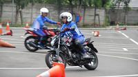 Tere Rosiana Putri asal Bekasi tercatat sebagai peserta Safety Riding Training & Slalom Competition rangkaian dari program MotoGP Street Experience RC213V-S.