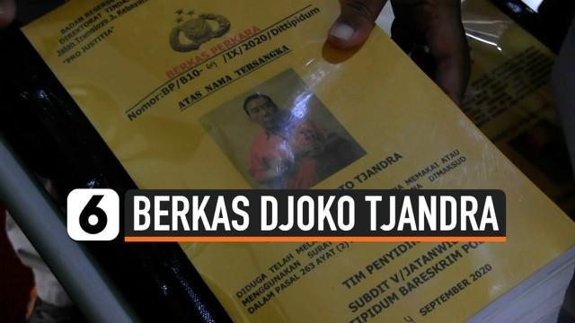 Bareskrim Polri melimpahkan berkas tiga tersangka kasus dugaan pemalsuan surat jalan Joko Sugiarto Tjandra alias Djoko Tjandra ke Kejaksaan Agung (Kejagung). Tiga berkas tersebut milik tersangka pengacara Djoko Tjandra, Anita Dewi Kolopaking, dan Bri...