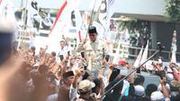 Prabowo mengunjungi Kantor Pengurus Pusat Persatuan Islam (PP Persis) di Jalan Perintis Kemerdekaan, Viaduct Bandung (dok. Merdeka.com)