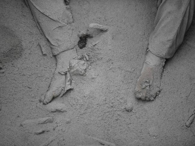 Korban letusan Gunung Fuego yang membatu tertutup debu vulkanik. (AFP)