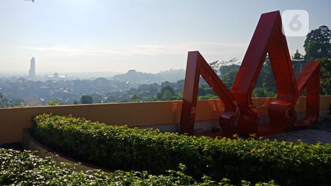 Tiga gunungan wayang menjadi pelengkap keindahan Taman Wilis. (foto: Liputan6.com/Sheyla Al Kautsar)