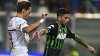 AC Milan tertarik datangkan Stefano Sensi (kanan). (AFP/Miguel Medina)