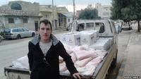Kelompok ISIS, terus menebar teror. Kali ini mereka kembali mengeksekusi seorang pekerja sosial asal AS, Rahman Kassig.