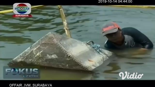 Pihak Badan Pelestarian Cagar Budaya (BPCB) Jawa Timur menyarankan Dinas Kebudayaan dan Pariwisata (Disbudpar) Lamongan segera mengangkat tiga perahu yang diduga kuat peninggalan zaman kolonial Belanda.