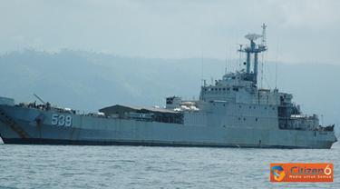 Citizen6, Surabaya: Salah satu kapal perang TNI AL dari jajaran Kolinlamil KRI Teluk Parigi - 539 melaksanakan operasi angkutan laut militer pergeseran material dalam rangka mendukung Pengamanan VVIP ke wilayah NTB dan NTT. (Pengirim: Dispenkolinlamil)