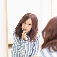 ilustrasi perempuan sikat gigi/copyright Shutterstock