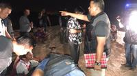 Tim Subdit IV Direktorat Reserse Kriminal Khusus (Ditreskrimsus) Polda Kepri menindak tambang pasir ilegal di Kelurahan Sambau, Nongsa, Batam.