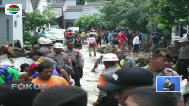 Petugas lakukan investigasi untuk mengetahui penyebab tanggul jebol yang mengakibatkan banjir bandang di Kabupaten Bandung.