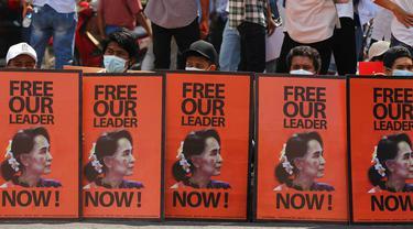 FOTO: Aksi Protes Kudeta Militer Myanmar Terus Berlanjut