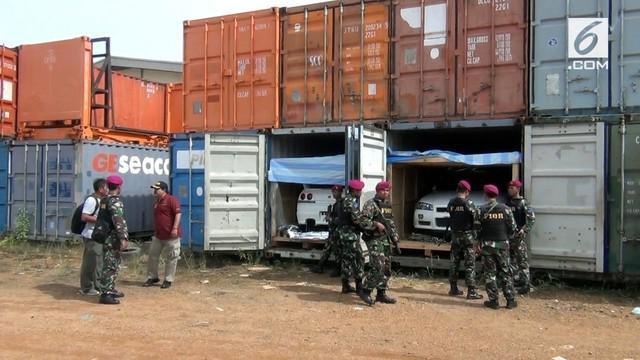 Petugas gabungan berhasil gagalkan upaya penyelundupan tiga kontainer mobil mewah dari Singapura.