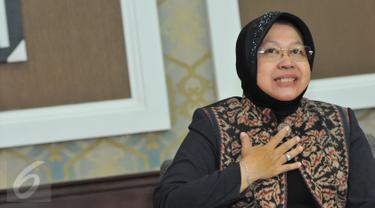 Walikota Surabaya, Tri Rismaharini saat mengunjungi kantor Kementerian PANRB, Jakarta, Selasa (4/8/2015). Risma mendatangi Kemenpan-RB dalam rangka optimalisasi pelayanan publik dan reformasi birokrasi di daerah. (Liputan6.com/Andrian M Tunay)