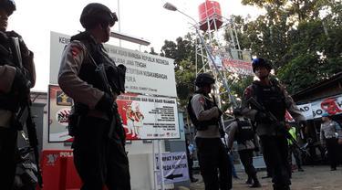Pengamanan saat pemindahan napi dan tahanan terorisme dari Rutan Mako Brimob ke Lapas Nusakambangan, Cilacap, Jawa Tengah. (Foto: Liputan6.com/Muhamad Ridlo)