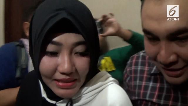 Penyanyi dangdut Via Vallen mengaku pernah menggunakan produk kosmetik oplosan yang kini kasusnya sedang ditangani Polda Jawa Timur.