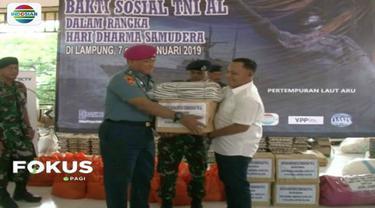TNI AL dan YPP bagikan bantuan logistik untuk korban tsunami di Banten dan Lampung.